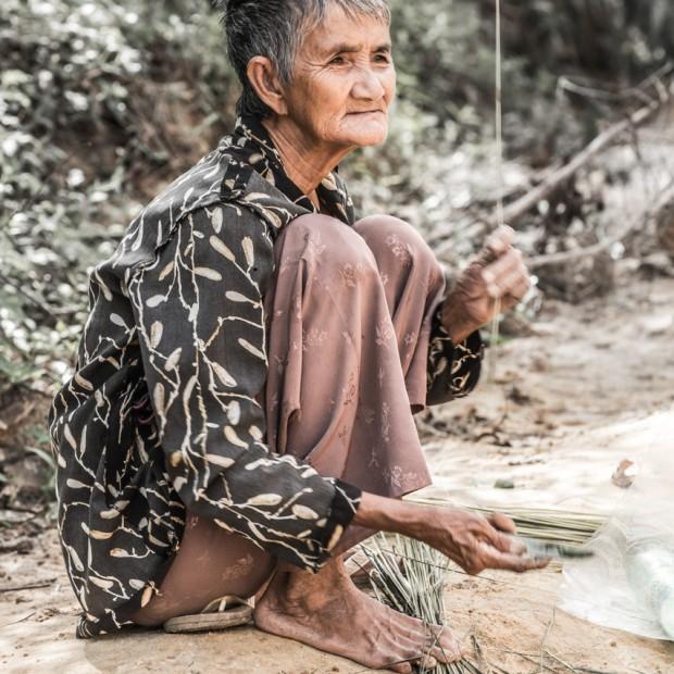 La vieille dame au bord de l'eau